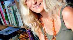 Lila Prap - Modra ženska, ki ljubi sončno rumeno
