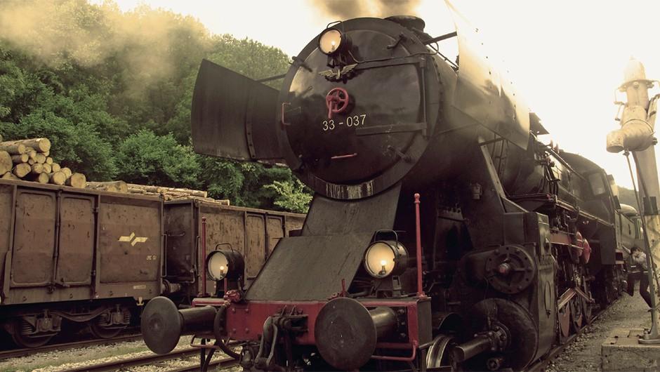 Na Bohinjski progi vozi muzejska lokomotiva, narejen med letoma 1919 in 1923, ki lahko 'potegne' do 60 kilometrov na uro. (foto: arhiv LIsa)