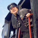 Strojevodja z obvezno sajastim obrazom spada k parni lokomotivi. (foto: arhiv LIsa)