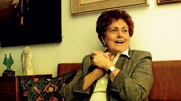 Dubravka Tomšič-Srebotnjak: Uglašena sama s sabo (foto: Mateja Jordović Potočnik, Petra Cvelbar, Shutterstock)