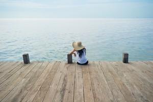osamljenost-pomol-morje