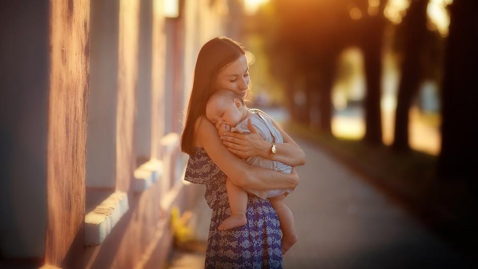 """Osho: """"Če otroka samo rodite, še niste mati"""" (foto: Shutterstock)"""