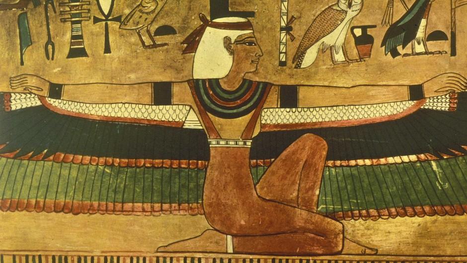 Svečenice boginje Izis v Egiptu so bile prav tako mediji za njeno božansko žensko energijo, ki je pomagala moškim mojstrskim dušam, da so lahko uresničili svoje poslanstvo na Zemlji.  (foto: Profimedia)