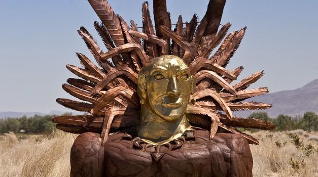 Bog Sonca, ki ga rodi boginja mati, doseže poleti vrhunec svoje moči in začne umirati. Pozimi zopet umre in noseča Boginja mati ga ponovno rodi, kar simbolizira krog življenja v starih poganskih tradicijah. (foto: Profimedia)