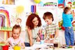 otroci-uciteljica-risanje-terapija