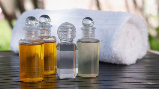 Kozmetični izdelki so velik onesnaževalec okolja, škodujejo pa tudi zdravju. (foto: Profimedia)
