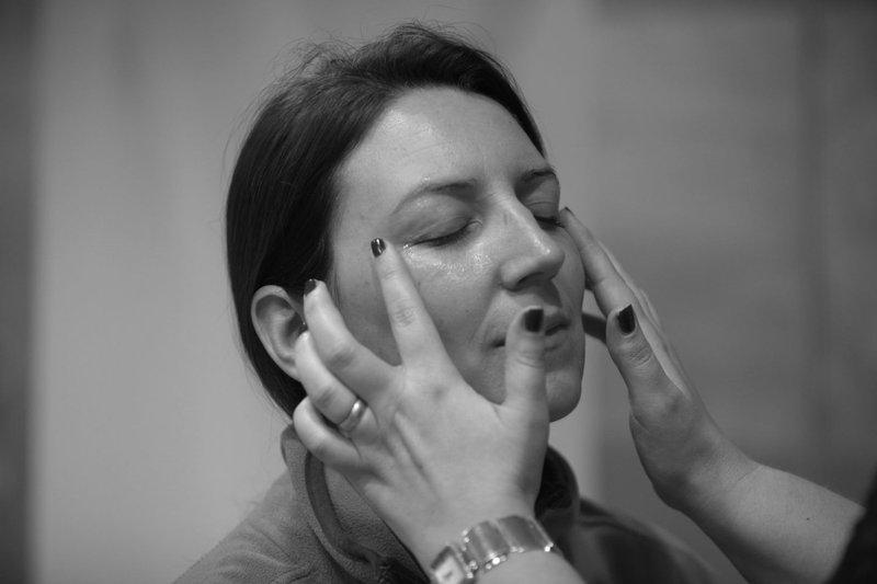 Mini nega obraza z aromaterapijo in masaža rok z vrhunsko francosko naravno kozmetiko DELAROM.