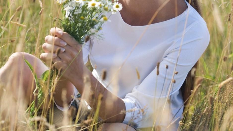 Ko se ženske povežemo z naravno okolico, lahko same skrbimo za svoje zdravje.  (foto: Profimedia)
