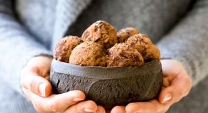 Zdrave sladice: Čokoladni in slivovi tartufi