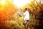 pomlad-zenska-sonce-veselje