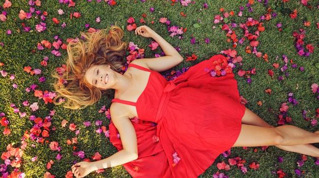 10 lastnosti, ki naredijo žensko zares lepo