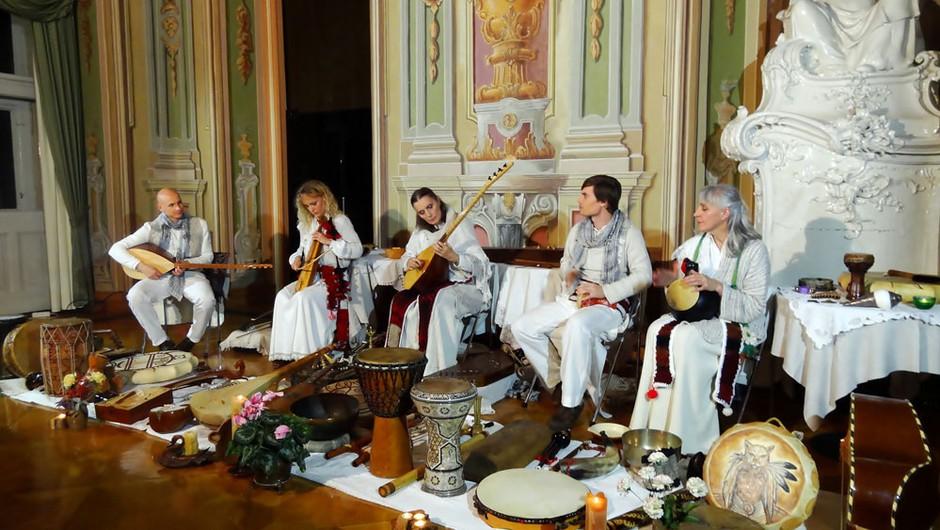 Zvočno-energijski koncert ansambla Vedun v Cankarjevem domu (foto: Katedra Veduna)
