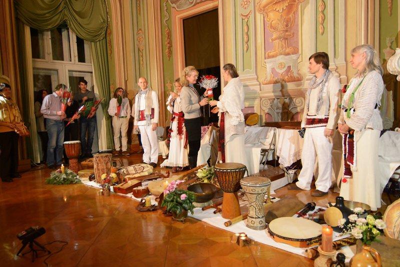 Koncert ansambla Vedun v Cekinovem gradu
