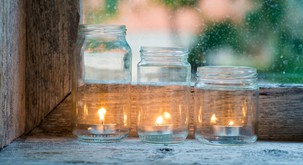 Si s svečami čistimo ali onesnažujemo prostor?