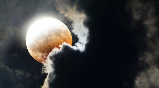 Kaj nam prinaša lunin mrk, polna luna in komet (11. februar) (foto: profimedia)