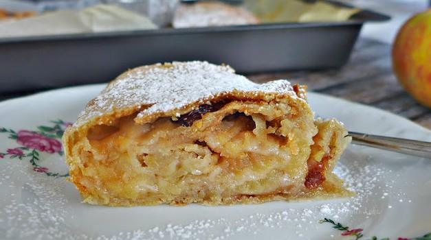 Recept: Veganski pirin jabolčni zavitek (foto: jasmina Hrastovec)