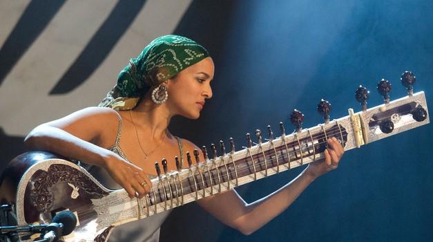 Anoushka Shankar - Virtuozinja na sitarju svetovnega kova (foto: profimedia)