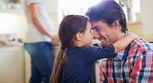 Kakšno vlogo ima oče v hčerinem življenju?
