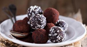 Recept: Čokoladne presne kroglice s kokosom