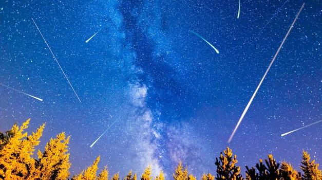 Današnjo noč si rezervirajte za doživetje vrhunca nebesnega spektakla (foto: profimedia)