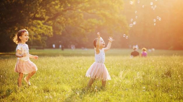 Bodimo starši, ki ne bodo strigli kril svojim otrokom (foto: profimedia)