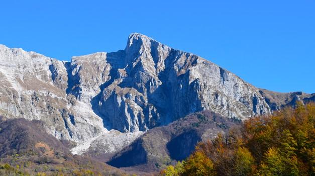 """Jože Munih in stara svetišča naših prednikov: """"Imamo svojo lastno zgodovino in korenine stare že tisočletja."""" (foto: Ana Vehovar)"""