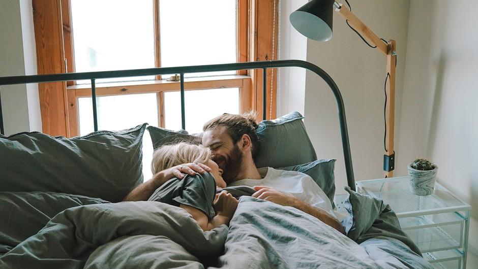 Namesto da ljubezen dajemo in sprejemamo brezpogojno, smo se naučili skrivati in igrati igre (foto: unsplash)