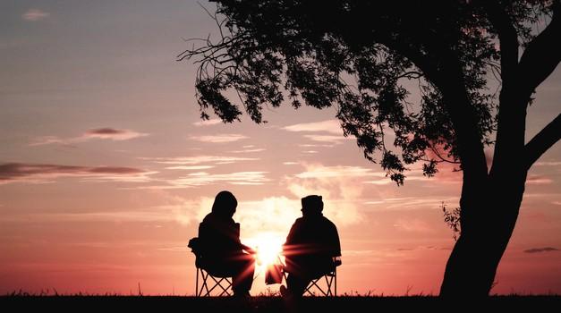 Zakaj srečujemo ljudi iz prejšnjih življenj? (foto: unsplash)