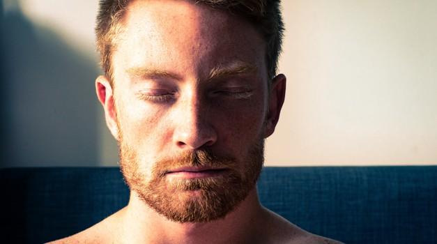 Emocionalno zatrt moški (foto: unsplash)