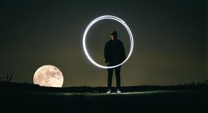 Torek (23. 10.): Nemir pred polno luno
