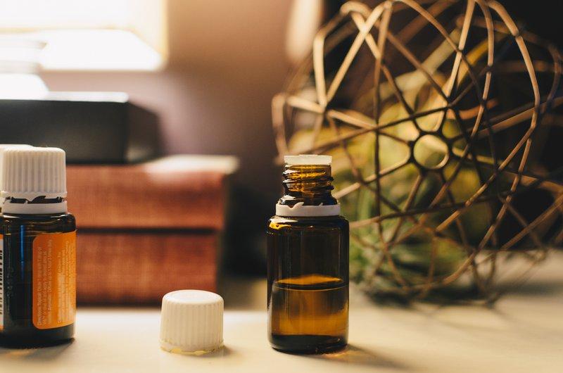 Že nekaj kapljic eteričnega olja lahko spremeni vaše počutje