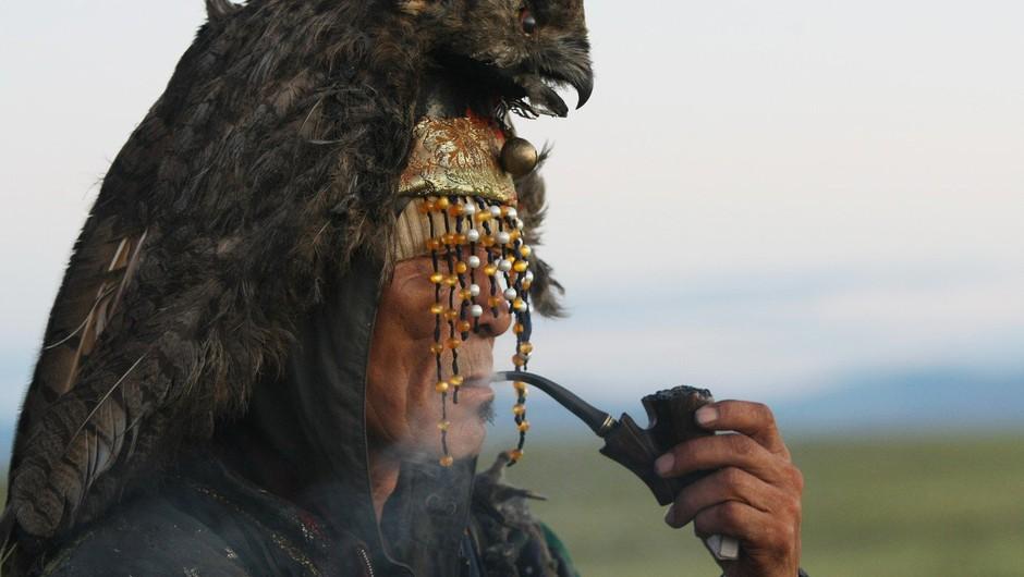 Šaman vsaj ve, da je nor, medtem ko se večina ostalega človeštva tega zase ne zaveda (foto: profimedia)