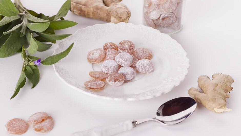 Ingverjevo-žajbljevi medeni bombončki za blaženje bolečega grla (foto: Ana Žontar)