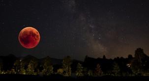 Prihaja super krvavi lunin mrk