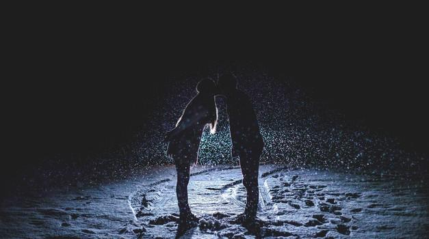 Zaljubljenost se zgodi z namenom (foto: pixabay)