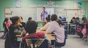 Ali lahko učitelji premknemo kolesje šolskega sistema?