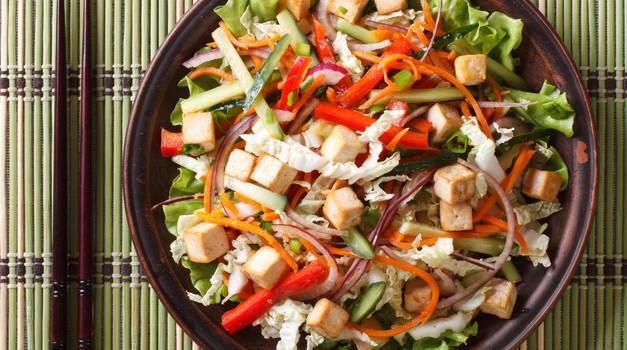 Recept: Veganska tajsko-navdahnjena skleda dobrot (foto: Profimedia)