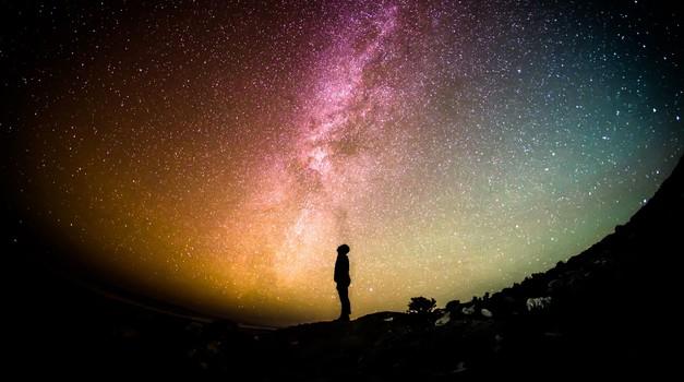 Življenje je velika kozmična šala (foto: pixabay)