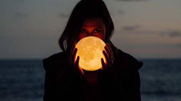 Polna luna v škorpijonu (18. maj) bo močno vplivala na očiščevalne procese (foto: unsplash)