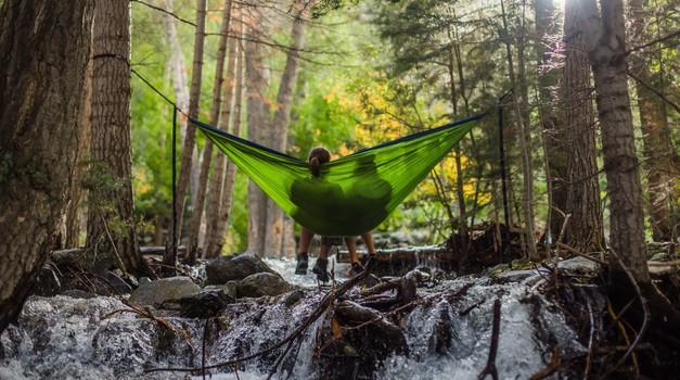 Zakaj grem s prijatelji raje v naravo kot v gostilno (foto: unsplash)