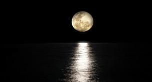 Polna luna v vodnarju (15. 8.): Zdravljenje ali drama?