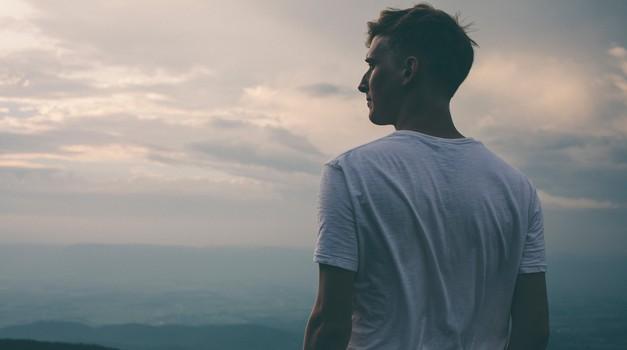 To morate vedeti, če ljubite introvertiranega moškega (foto: unsplah)